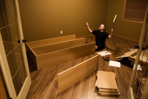 Сборка мебели в ИКЕА тоже важный трюк